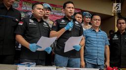 AKBP Edy Suranta Sitepu memberi keterangan saat rilis di Polres Jakbar (23/11). Hercules ditangkap karena menjadi aktor utama pelaku penyerangan dan penguasaan lahan sekelompok preman terhadap karyawan PT Nila di Kalideres. (Liputan6.com/Faizal Fanani)