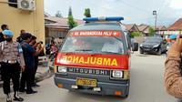 Ambulans yang membawa jenazah anggota MIT tiba di RS Bhayangkara Palu, Rabu (14/7/2021). (Foto: Heri Susanto/ Liputan6.com).