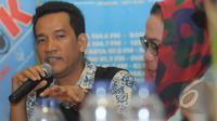 """Refly Harun saat menjadi pembicara pada bertajuk """"Simalakama Jokowi"""" di kawasan Cikini, Jakarta, Sabtu (14/2/2015). Banyak permasalahan yang dihadapi Jokowi dinilai para pengamat seperti buah simalakama. (Liputan6.com/Herman Zakharia)"""