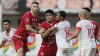 Bek Persija Jakarta, Fachruddin Aryanto, saat melawan Perseru Badak Lampung pada laga Liga 1 2019 di Stadion Patriot, Bekasi, Minggu (1/9). Persija takluk 0-1 dari Badak Lampung. (Bola.com/M Iqbal Ichsan)