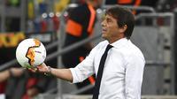 Pelatih Inter Milan, Antonio Conte, saat melawan Shakhtar Donetsk pada laga semifinal Liga Europa di Merkur Spiel-Arena, Selasa (18/8/2020). Inter Milan menang dengan skor 5-0. (Federico Gambarini/dpa via AP)