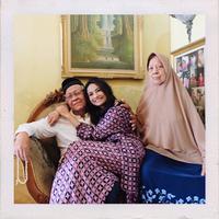"""""""Menu makanan lebaran ada rendang, ketupat, opor alam, sambel ati ampela, pete tradisi keluarga aku sih gitu,"""" kata Vanessa Angel saat ditemui di kawasan Tendean, Jakarta Selatan, Rabu (13/6/2018). (Instagram/vanessaangelofficial)"""