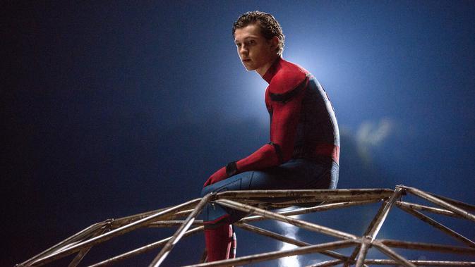 Tom Holland saat syuting film terbarunya, `Spider-Man: Homecoming.`. Aktor 21 tahun ini memerankan karakter Spiderman di film yang diproduksi oleh Columbia Pictures dan Marvel Studios. (Chuck Zlotnick/Columbia Pictures-Sony via AP)