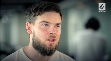 Danny Guthrie menjawab berbagai pertanyaan soal sepak bola Indonesia dan Inggris.