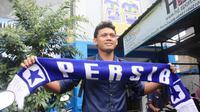 Kedatangan M. Ridwan ke Persib membuat tim Maung Bandung punya tiga kiper berlabel timnas. Hal ini membuat manajer Persib, Umuh Muchtar, senang dan tenang. (Bola.com/Permana Kusumadijaya)