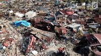 Pandangan udara Perumnas Balaroa yang rusak dan ambles akibat gempa bumi Palu, Sulawesi Tengah, Jumat (5/10). Berdasarkan data Lapan, dari 5.146 bangunan rusak sebanyak 1.045 di antaranya Perumnas Balaroa yang ambles. (Liputan6.com/Fery Pradolo)