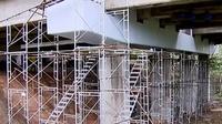 Perbaikan tiang penyangga Jembatan Cisomang terus dilakukan.