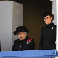 Simak alasan mengapa Kate Middleton dan Meghan Markle berdiri di balkon yang berbeda (Foto: instagram/theroyalfamily)