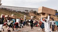 Protes di Afrika Selatan termasuk terjadi penjarahan. (AFP)