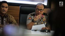 Kabiropenmas Divisi Humas Polri Dedi Prasetyo memberikan keterangan hasil investigasi kerusuhan 21-22 Mei 2019 di Jakarta, Jumat (5/7/2019). Menurut polisi, kerusuhan yang terjadi saat aksi massa mengawal putusan pilpres 2019 itu terjadi bukan secara spontan. (Liputan6.com/Faizal Fanani)
