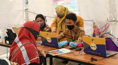 Direktorat Lalu Lintas Barang dan Penanaman Modal Badan Pengusahaan (BP) Batam menggelar kembali program BP Batam Layanan Keliling (BLINK) pada Rabu (19/8/2020). (Ajang/Liputan6.com)