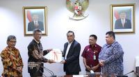 Menteri Pendayagunaan Aparatur Negara dan Reformasi Birokrasi, Syafruddin menerima Hasil Laporan Kinerja Pemerintah Pusat (LKJPP) Tahun anggaran 2018