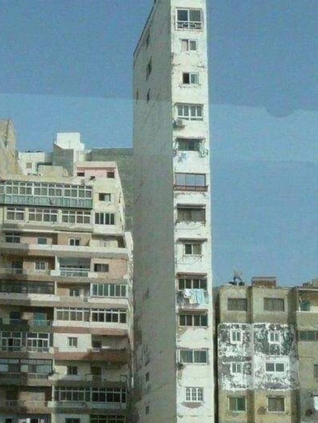 7 Potret Bangunan Nyeleneh, Bikin Takut Untuk Memasukinya