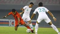Evan Dimas beraksi saat Timnas Indonesia melawan Myanmar, Senin (25/3/2019) di Stadion Mandhalar Thiri, Mandalay, Myanmar. (PSSI)
