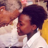Inilah batik Indonesia yang membuat pemimpin Afrika Selatan, Nelson Mandela jatuh cinta. (Foto: World's Children's Prize)