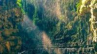 Paket Wisata Green Canyon Pangandaran. (Sumber: idntimes.com)