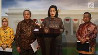 Menkeu Sri Mulyani (dua kanan) didampingi Menko Perekonomian Darmin Nasution (kanan), Gubernur BI Perry Warjiyo (dua kiri), dan perwakilan OJK Nurhaida (kiri) saat meluncurkan Paket Kebijakan Ekomomi XVI, Jakarta, Jumat (16/11). (Liputan6.com/AnggaYuniar)