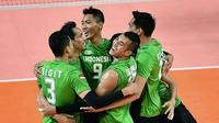 Tim voli putra Indonesia mengalahkan Thailand pada fase klasifikasi peringkat 1 sampai 12 Asian Games 2018 di Istora Gelora Bung Karno, Senayan, Jakarta, Minggu (26/8/2018). (foto: instagram.com/volinesia)