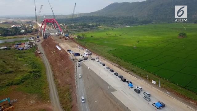 Hingga kini jembatan Kali Kuto, Batang belum bisa dilewati oleh para pemudik. Kendaraan diarahkan keluar untuk kemudian dimasukan kedalam tol.