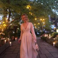 Jennifer Lawrence di pesta pertunangannya. (dok. Instagram @jillandjordan/https://www.instagram.com/p/BxaTYn7j2Yi/Putu Elmira)
