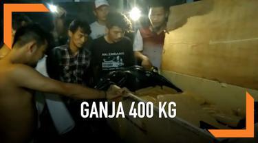 BNN menggerebek sebuah kamar indekos di Depok, Jawa Barat. Dari lokasi, petugas temukan 400 kg ganja.