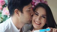 Ammar Zoni dan Irish Bella bahagia atas kehamilannya (Instagram/_irishbella_)