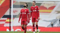 Reaksi striker Liverpool, Mohamed Salah, pada pertandingan Liga Inggris 2020/2021 melawan Fulham di Stadion Anfield, Minggu (7/3/2021). (AFP/Clive Brunskill)