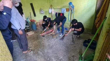 Penggeldahan rumah terduga teroris di Makassar (Liputan6.com/Istimewa)