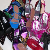 Simak deretan sepatu stylish yang kembali populer dan bisa dipakai di segala kesempatan. (Foto: Instagram/ @whowhatwear)