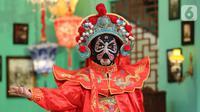Tarian tradisional China menyambut Tahun Baru Imlek di Lippo Mall Puri, Jakarta, Rabu (15/1/2020). Menyambut Tahun Baru Imlek Lippo Malls Indonesia menghadirkan rangkaian kegiatan dengan tema The Great Lunar New Year hingga 2 Februari 2020. (Liputan6.com/Fery Pradolo)