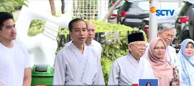 Jokowi ditemani Kaesang Pangarep, putra ketiganya dan Ma'ruf ditemani Siti Haniatunnisa putri kedelapan.