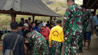 Tim gabungan mengevakuasi pendaki, porter, dan guide di Gunung Rinjani usai gempa Lombok. (Istimewa)