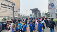 """Para partisipan yang mengikuti peluncuran """"Enjoy Jakarta Walking Tour"""" pada Jumat (11/10/2019) yang dilaksanakan dengan berjalan dari Gedung Sarinah hingga Terowongan Kendal, Jakarta Pusat. (dok. Liputan6.com/Novi Thedora)"""