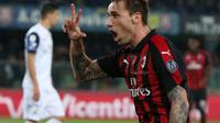 Gelandang AC Milan Lucas Biglia merayakan golnya ke gawang Chievo dalam lanjutan Liga Serie A di Stadio Marc'Antonio Bentegodi, Minggu (10/3/2019) dini hari WIB. (Filippo Venezia/ANSA via AP)