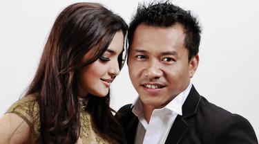 Dalam kisah asmara kaum selebriti Indonesia pun usia bukan lagi jadi  isu yang tabu.Banyak selebriti yang menikah atau dinikahi oleh pasangannya yang lebih tua