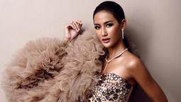 Selain memperlihatkan tubuh idealnya, gaun slim fit yang dipakai pemilik nama lengkap Raden Roro Ayu Maulida Putri ini terlihat mewah. Ketika dipakai pun membuatnya terlihat memesona dan elegan. (Liputan6.com/IG/@ayumaulida97)