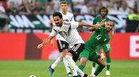 Ilkay Gundogan mendapat cemoohan dari suporter timnas Jerman saat menghadapi Arab Saudi pada laga persahabatan, di BayArena, Jumat (8/6/2018) waktu setempat. (AP Photo/Martin Meissner)