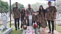 Ziarah makam keluarga SBY (Sumber: Instagram/agusyudhoyono)