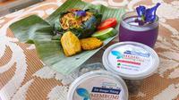 Nasi bakar biru dan minuman biru yang diolah dari bunga telang di Palembang (Liputan6.com / Nefri Inge)