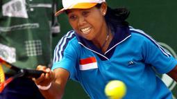 1. Yayuk Basuki (Tenis Tunggal Putri) - Meraih medali emas Asian Games 1998. (AFP/ Torsten Blackwood)