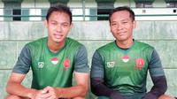 Andy Setyo Nugroho dan Wawan Febrianto tak sabar menjalani laga bersama PS Tira di markas baru. (Bola.com/Permana Kusumadijaya)