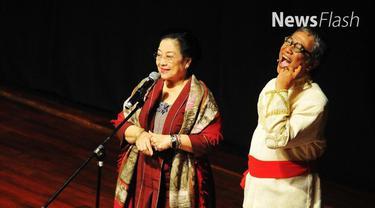 Layaknya seorang komedian Stand up Comedy atau komika, dalam sambutannya Mega justru membuat para undangan yang hadir tertawa.