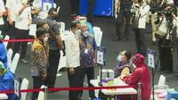 Presiden Jokowi memantau proses vaksinasi wartawan di Gelora Bung Karno (GBK), Jakarta. (Istimewa)
