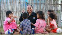 Para peserta SM3T mengajar anak-anak di daerah dengan penuh kasih sayang dan pengertian