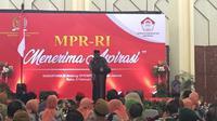 Mantan Ketua KPK Taufiequrachman Ruki saat ia memberikan sambutan dalam acara penyampaian aspirasi kepada Ketua MPR RI. (Liputan6.com/Putu Merta Surya Putra)