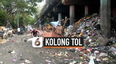 Kolong jalan tol Wiyoto Wiyono jadi tempat penampungan sampah yang dibuang oleh waga. Tempat yang disiapkan untuk pembuangan sampah warga sekitar, mejadi lokasi penampungan sampah dari berbagai wilayah.