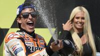 Pembalap Repsol Honda, Marc Marquez, mengaku sengaja menggeber motor secara maksimal sejak awal balapan di MotoGP Ceska. (AFP/Michal Cizek)