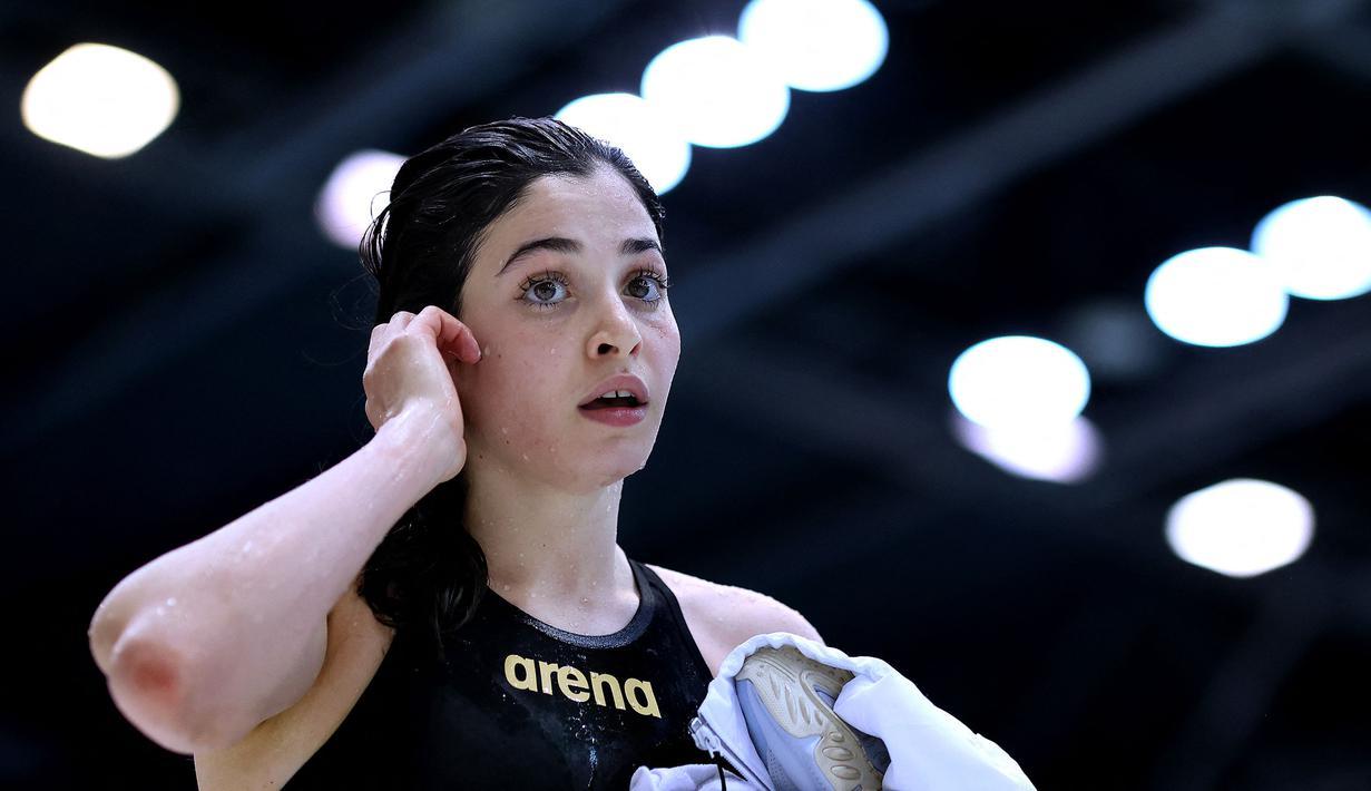 Yusra Mardini merupakan seorang atlet renang putri kategori 100 meter gaya bebas dan gaya kupu-kupu pada Olimpiade Tokyo 2020. Ia merupakan warga Suriah yang saat ini tinggal di Hamburg, Jerman dengan status pengungsi. (Foto: AFP/Ronny Hartmann)