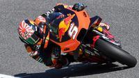 Pembalap KTM, Johann Zarco, menyebut motor tunggangannya memiliki kendala ketika menikung. (AFP/Tiziana Fabi)