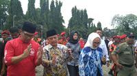 Gubernur Jawa Barat Ridwan Kamil akan mengubar perwajahan alun-alun kejaksan Kota Cirebon 2019. Foto (Liputan6.com / Panji Prayitno)